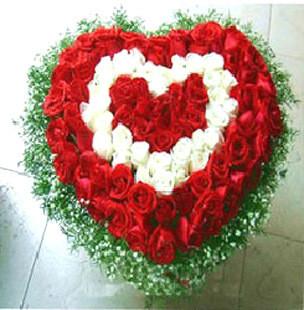 66朵红玫瑰33朵白玫瑰花全国订花鲜花速递深圳鲜花店惠州鲜花店