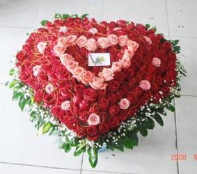 99支玫瑰/从心出发拾里花岸花艺馆