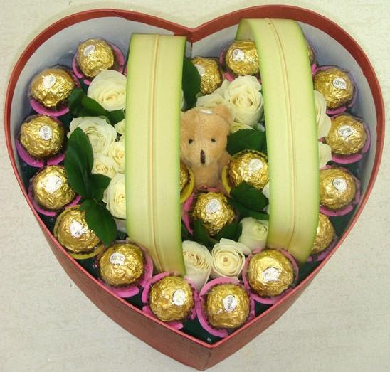 16支玫瑰巧克力,心在这里花戒花艺坊