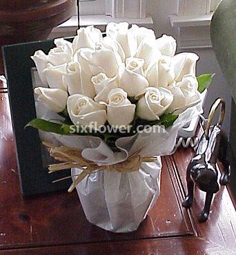 花雨轩批发行24支白色玫瑰/甜美的梦