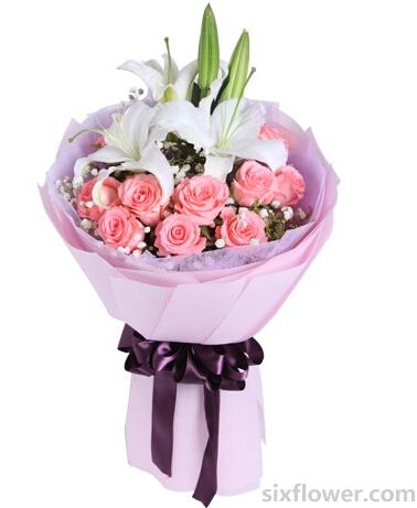 多头百合1枝,黛安娜粉玫瑰11枝,搭配适量黄莺、满天星点缀;