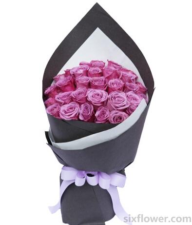 你在我的心里/34支紫玫瑰新鲜花艺