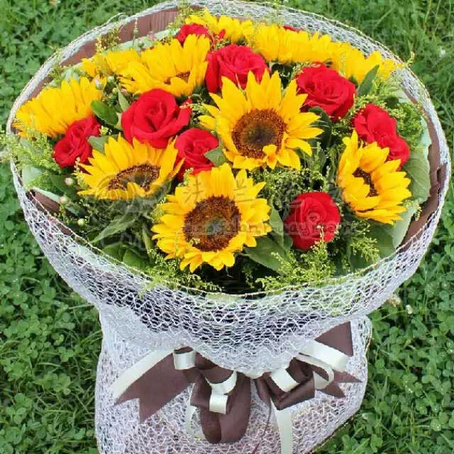 晓尔香花屋9支向日葵玫瑰/情感永远长存