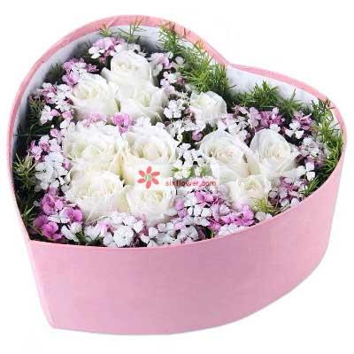 我想牵着你的手/11支白色玫瑰礼盒紫云阁鲜花店