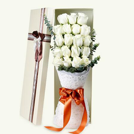 20枝白色玫瑰  绿叶搭配