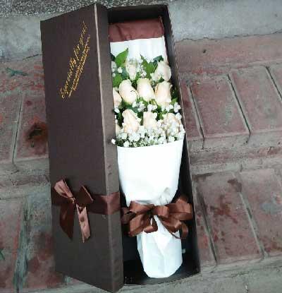 共同去赞美我们的精彩生命/11支香槟玫瑰幸福花艺