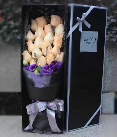 心心相印,满满是爱/19支香槟玫瑰礼盒长安浪漫花都