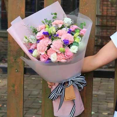16支粉色康乃馨/深深的爱上海绿萝花艺