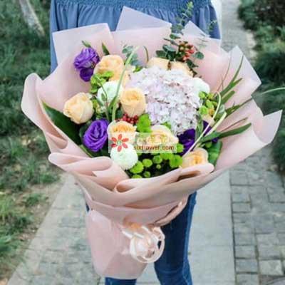 不轻言放弃/11支香槟玫瑰,1支粉色绣球花,3支乒乓菊心芳园花坊