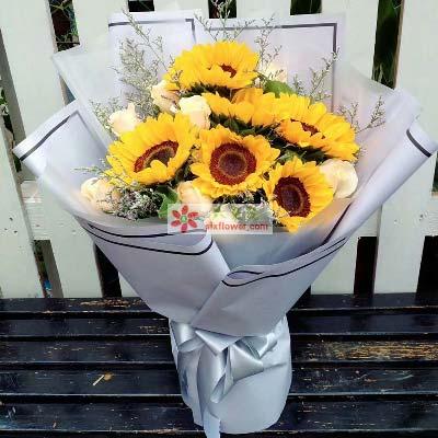 情缘鲜花速递合家团圆/11枝香槟玫瑰,6枝向日葵
