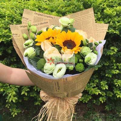 2朵向日葵,9朵香槟玫瑰,最真诚的祝福天津永丰鲜花店