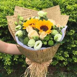 2朵向日葵,9朵香槟玫瑰,最真诚的祝福