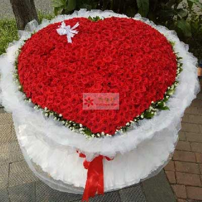 辽宁大连瓦房店永远鲜花蛋糕999朵红玫瑰,每分每秒都爱你