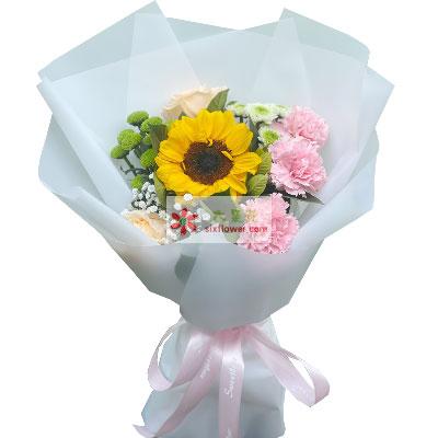 天津滨海新区玫瑰鲜花蛋糕2朵香槟玫瑰,3朵粉色康乃馨,快乐笑哈哈