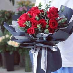 爱未曾消减/11枝红色玫瑰