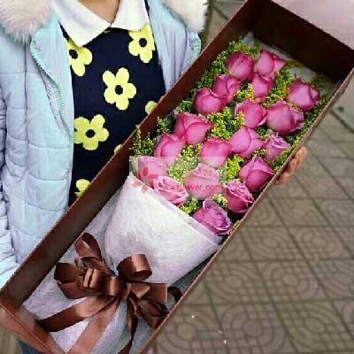 沁香阁鲜花礼品19朵紫玫瑰,彼此牵手一辈子
