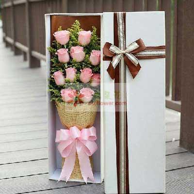 11朵戴安娜玫瑰礼盒,爱你我很幸福彩虹花屋