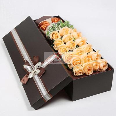 深圳花荣业茂花艺馆19朵香槟玫瑰,礼盒装,你让我无法不爱你