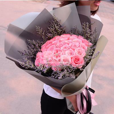 浪漫花店33朵戴安娜粉玫瑰,温柔的爱情
