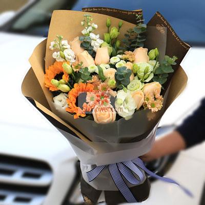 胶州花之缘鲜花9朵香槟玫瑰,2朵向日葵,祝最亲爱的您幸福安康