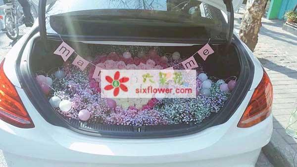 七夕节表白之汽车后备鲜花装饰