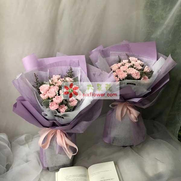 鲜花摆满了店铺