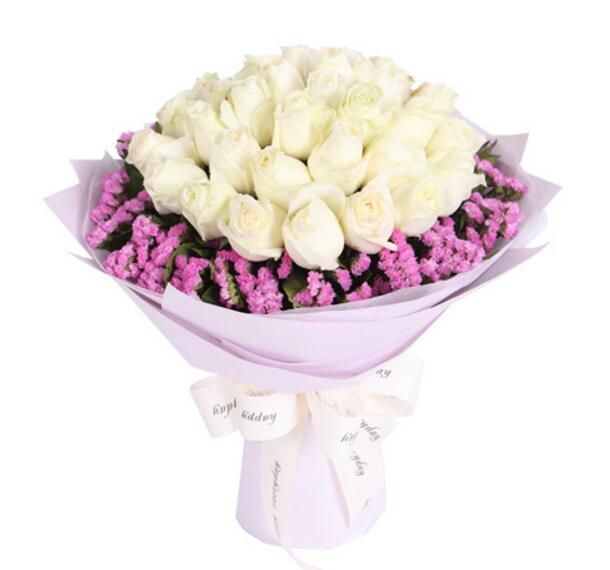 白玫瑰33枝,粉色勿忘我围绕;