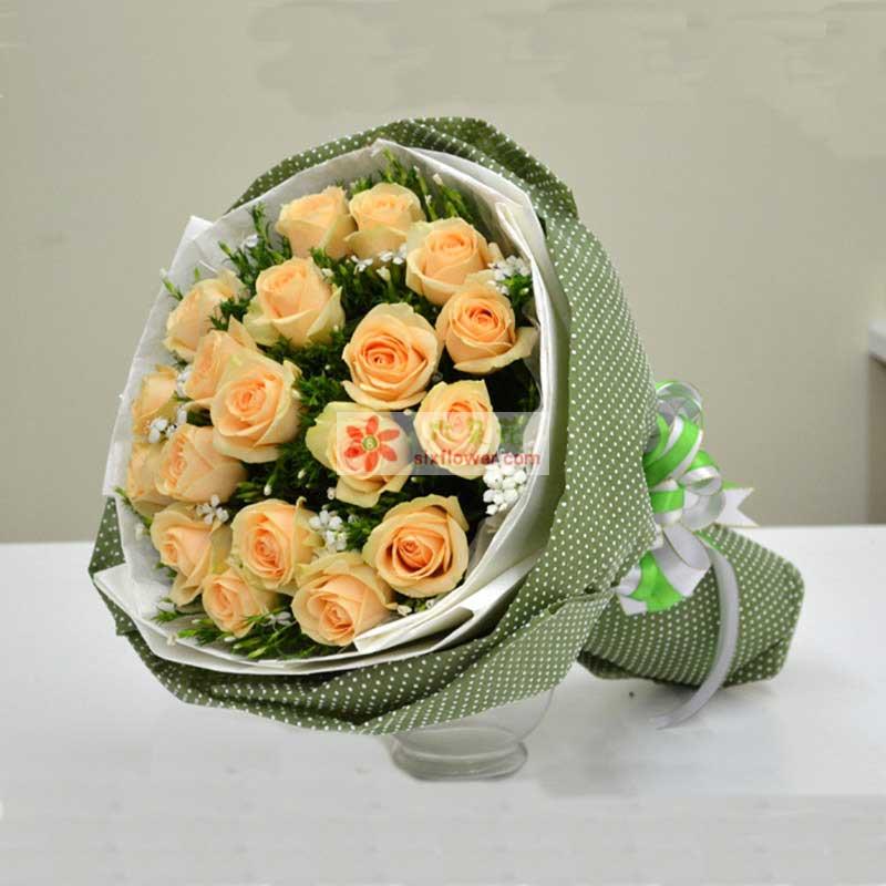 香槟玫瑰19枝,白色相思梅或者满天星黄莺适量;