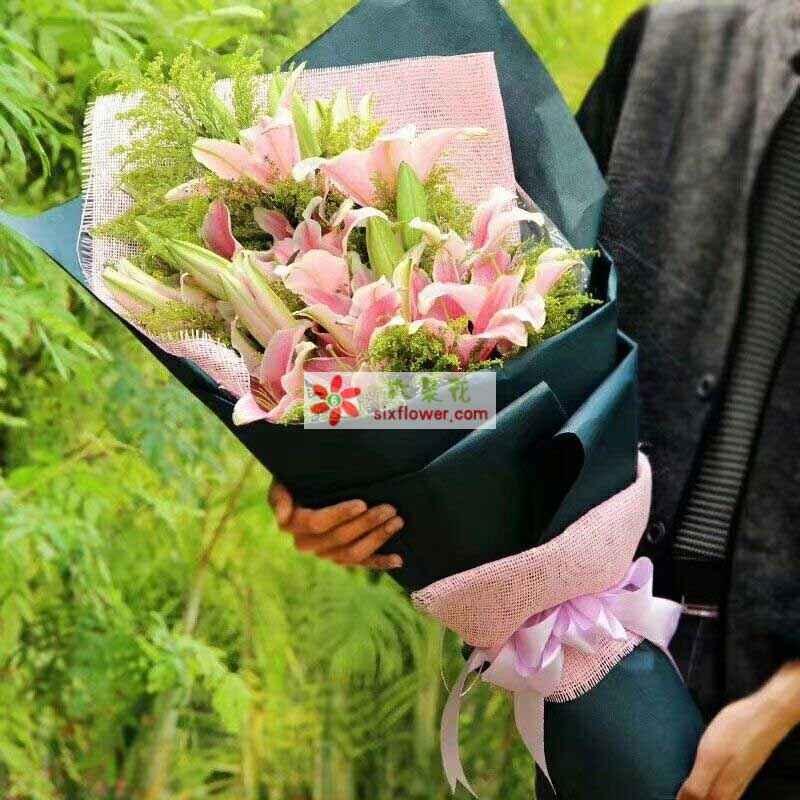 6枝粉色多头香水百合,黄英丰满;