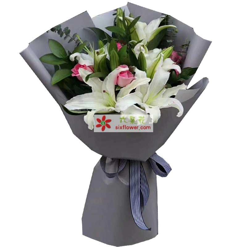 5枝白色多头百合,5枝粉色玫瑰,尤加利、配叶丰满