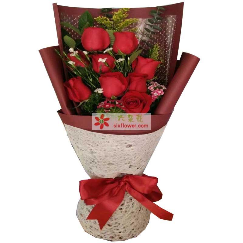 9枝红色玫瑰,黄英、相思梅点缀,配叶;
