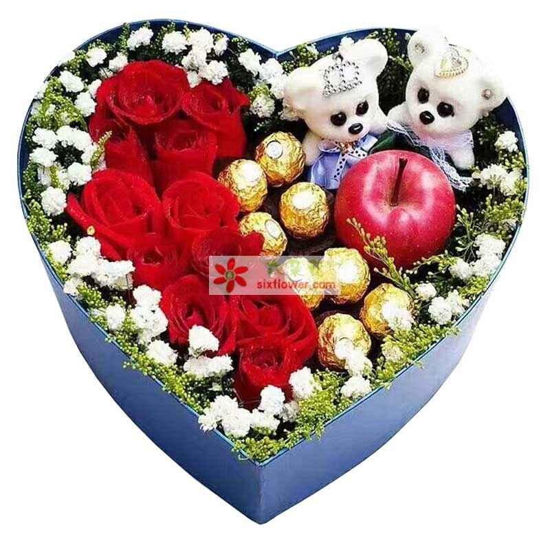 11枝红色玫瑰,8颗巧克力,1个苹果,2个小熊,周围满天星点缀