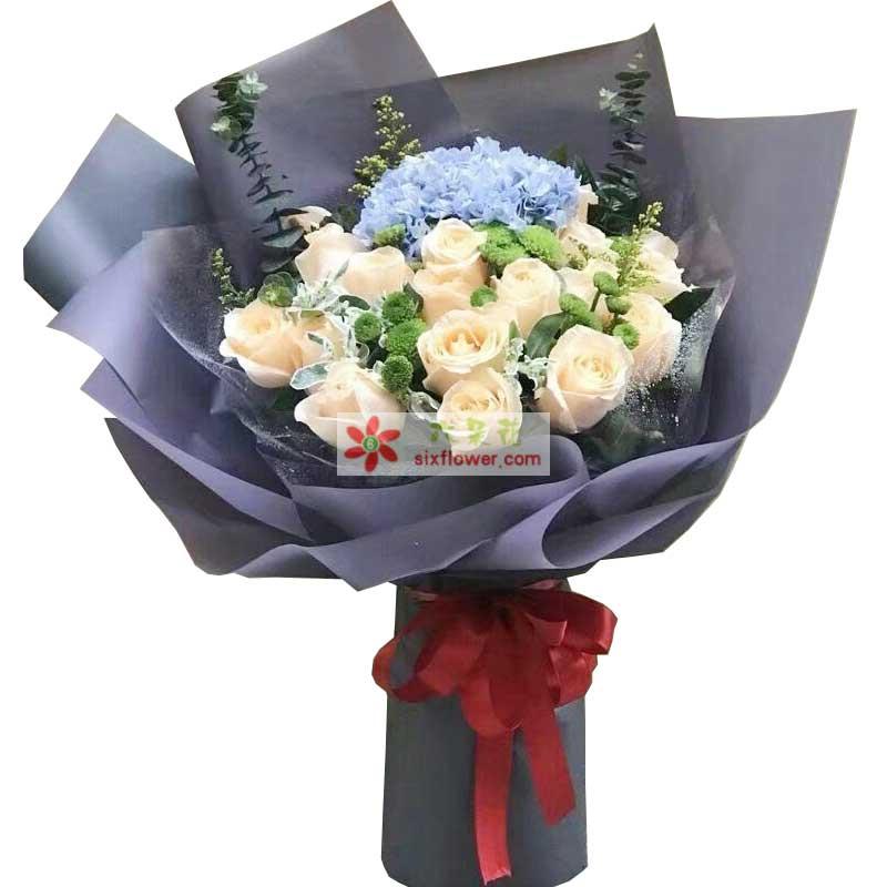 19枝香槟玫瑰,1只蓝色绣球花