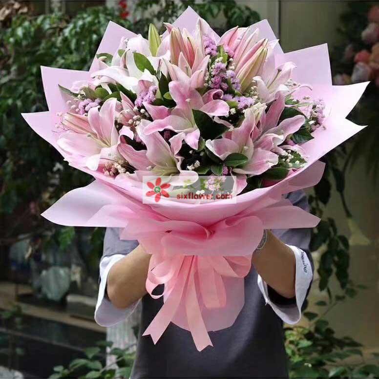 6枝粉色多头香水百合,粉色勿忘我、满天星、橛子叶点缀
