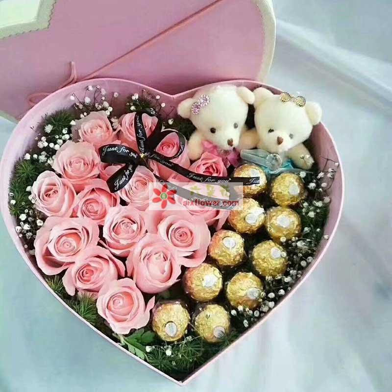 17枝戴安娜粉色玫瑰,10颗巧克力,满天星点缀,配草丰满