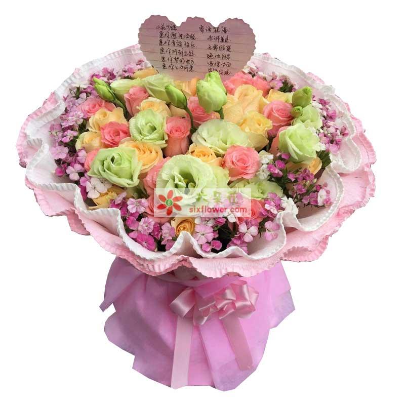 11枝粉色玫瑰、11枝香槟玫瑰、11枝桔梗,周围相思梅丰满