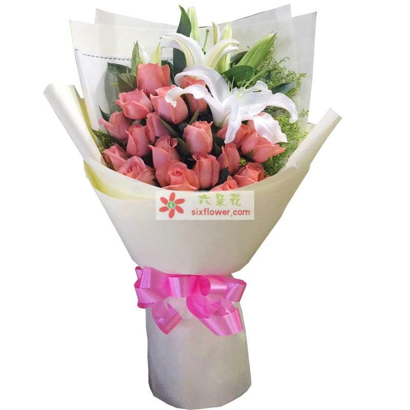 19枝艳粉玫瑰,2枝白色多头百合,黄英橛子叶丰满