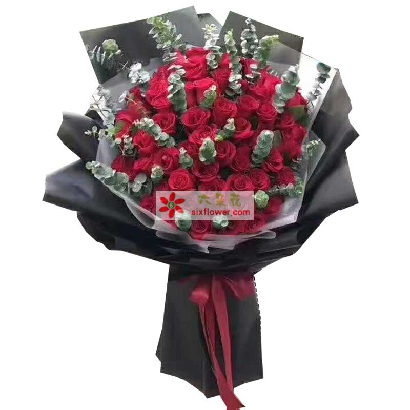 99枝红色玫瑰,尤加利丰满