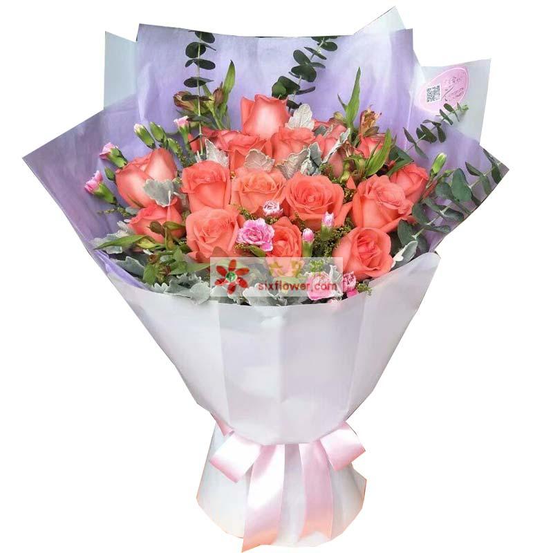 19枝粉色玫瑰,银叶菊、尤加利、黄英、配叶丰满