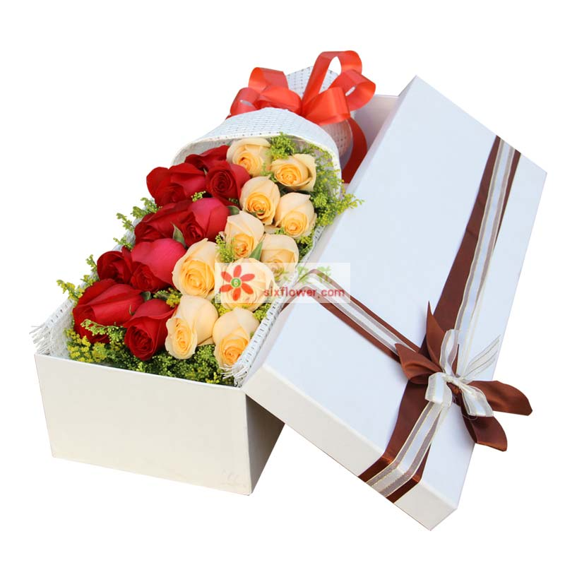 一边9枝红玫瑰,一边10枝香槟玫瑰,共计19枝玫瑰,黄莺点缀