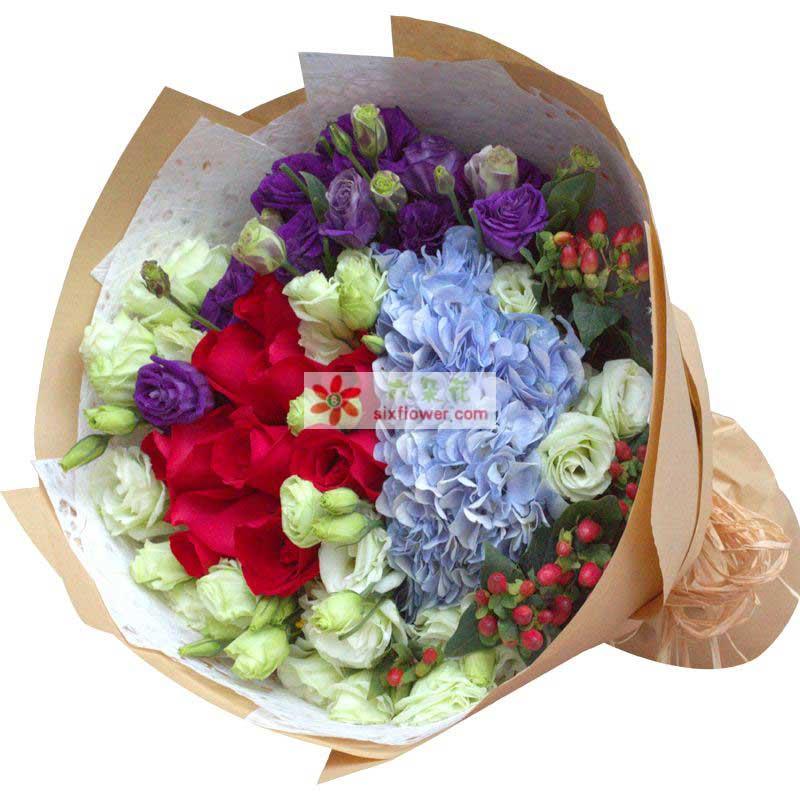 30枝绿色桔梗,11枝紫色桔梗,11枝红色玫瑰,2只蓝色绣球花,红豆搭配