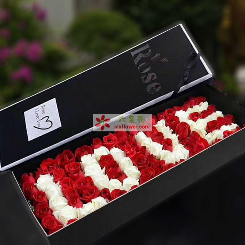 """99枝玫瑰,其中香槟玫瑰组成""""LOVE""""字样"""