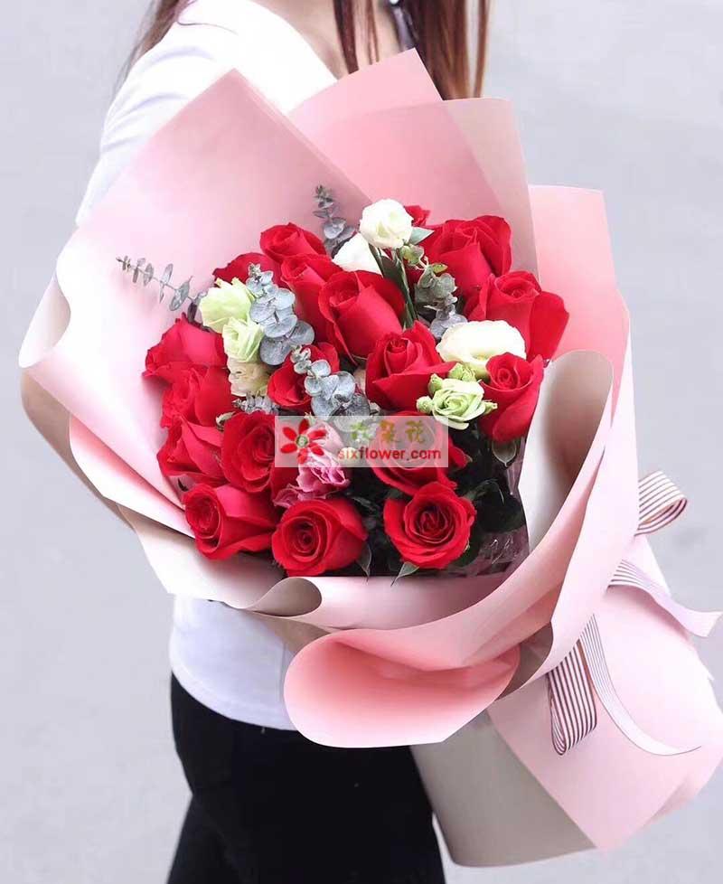 21枝红色玫瑰,尤加利、桔梗搭配