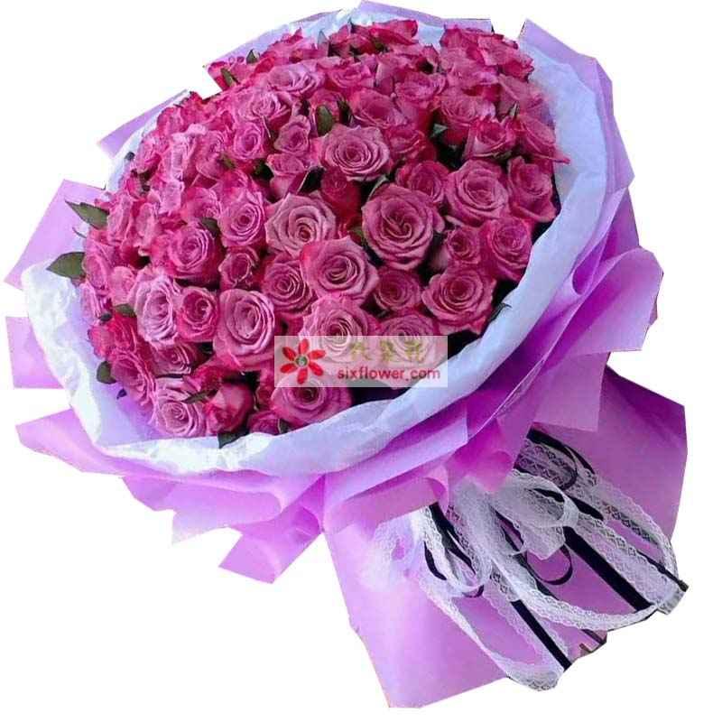 99枝紫色玫瑰,橛子叶点缀