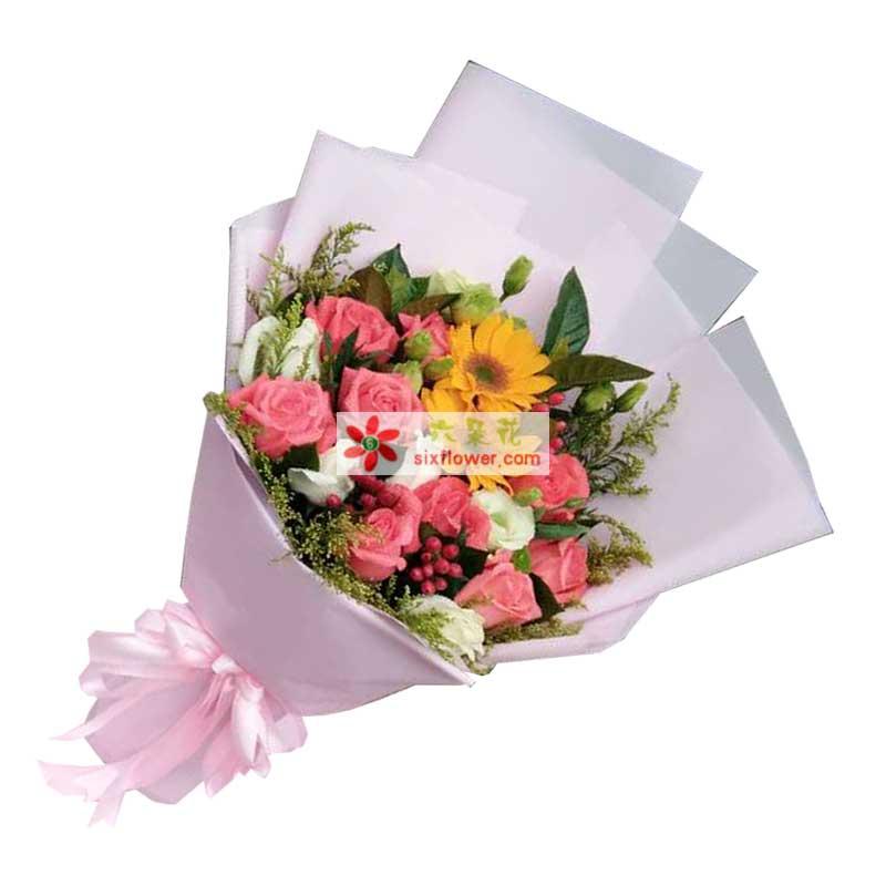 9枝粉色玫瑰,2枝向日葵,9枝白色玫瑰,尤加利、配叶点缀