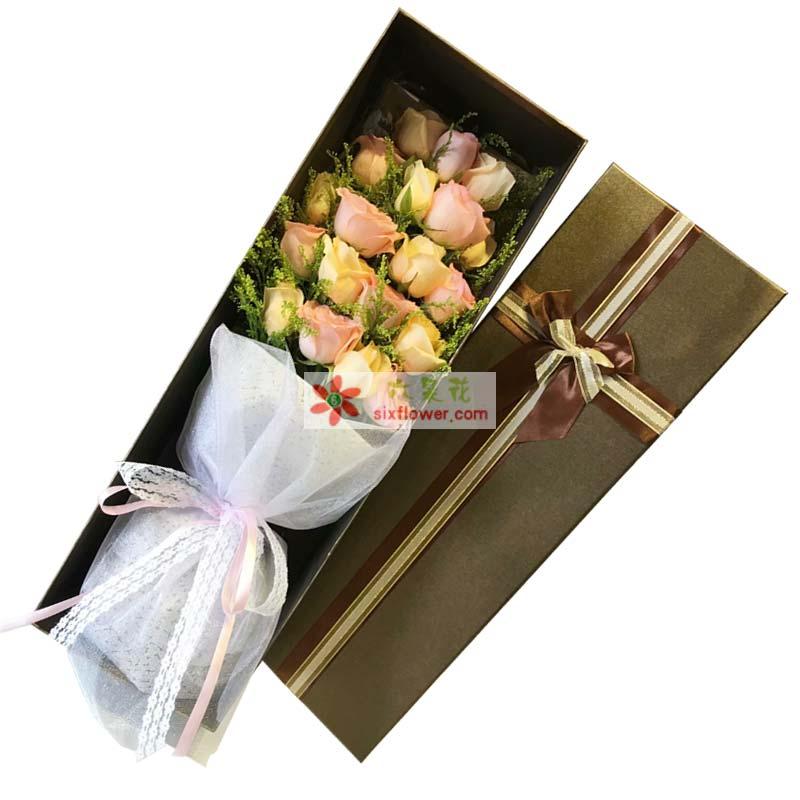 10枝香槟玫瑰,9枝戴安娜粉色玫瑰,黄英丰满