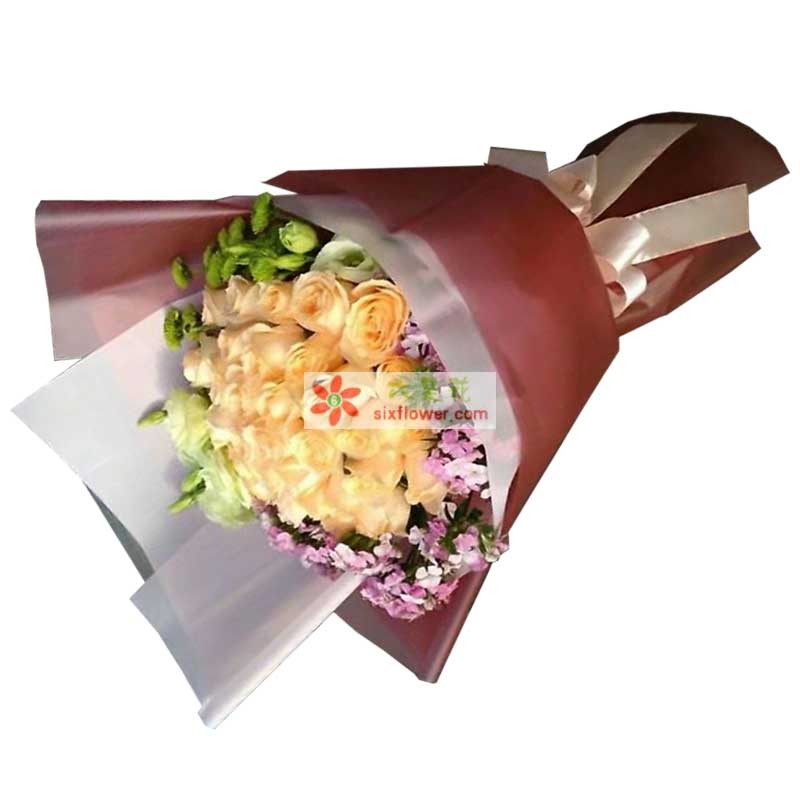 29枝香槟玫瑰,相思梅、小雏菊、桔梗周围点缀